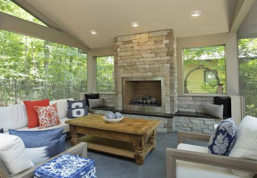 Screen Porch Paradise seating