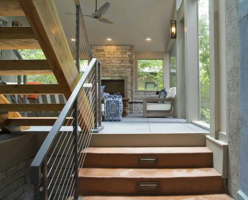 Screen Porch Paradise stairs